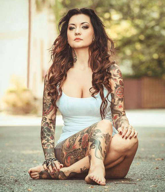 Beautiful tattoos for girl on both hand and leg